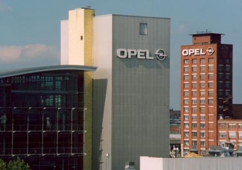Fot. Opel: Amerykański gigant General Motors szukał możliwości ekspansji na rynki europejskie. W 1925 r. GM przejął brytyjską firmę Vauxhall, a w 1929 r. - firmę Adam Opel AG. Na zdjęciu główna siedziba Opla w miejscowości Ruesselsheim