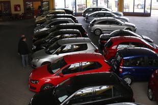 Płaca minimalna. Jak jej podniesienie wpłynie na rynek aut używanych?