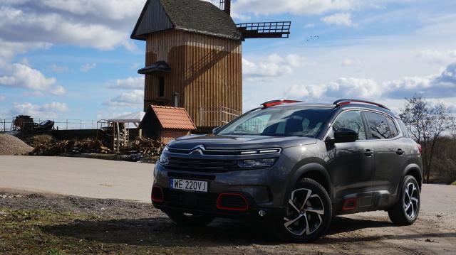C5 Aircross pojawił się w polskich salonach na początku tego roku i mimo nasycenia rynku motoryzacyjnego pojazdami typu SUV, już od początku zwraca na siebie uwagę.   Fot. Konrad Grobel