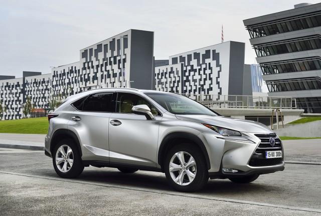 Lexus NX  Kompaktowy crossover Lexus NX należy do najpopularniejszych modeli japońskiego producenta samochodów luksusowych. Lexus NX sprzedawany jest w Polsce w wersji NX 200t z turbodoładowanym silnikiem benzynowym o zmiennym cyklu pracy (Atkinsona/Otto), rozwijającym moc 238 KM oraz NX 300h, napędzanej hybrydową jednostką napędową o łącznej mocy 197 KM.  Fot. Lexus