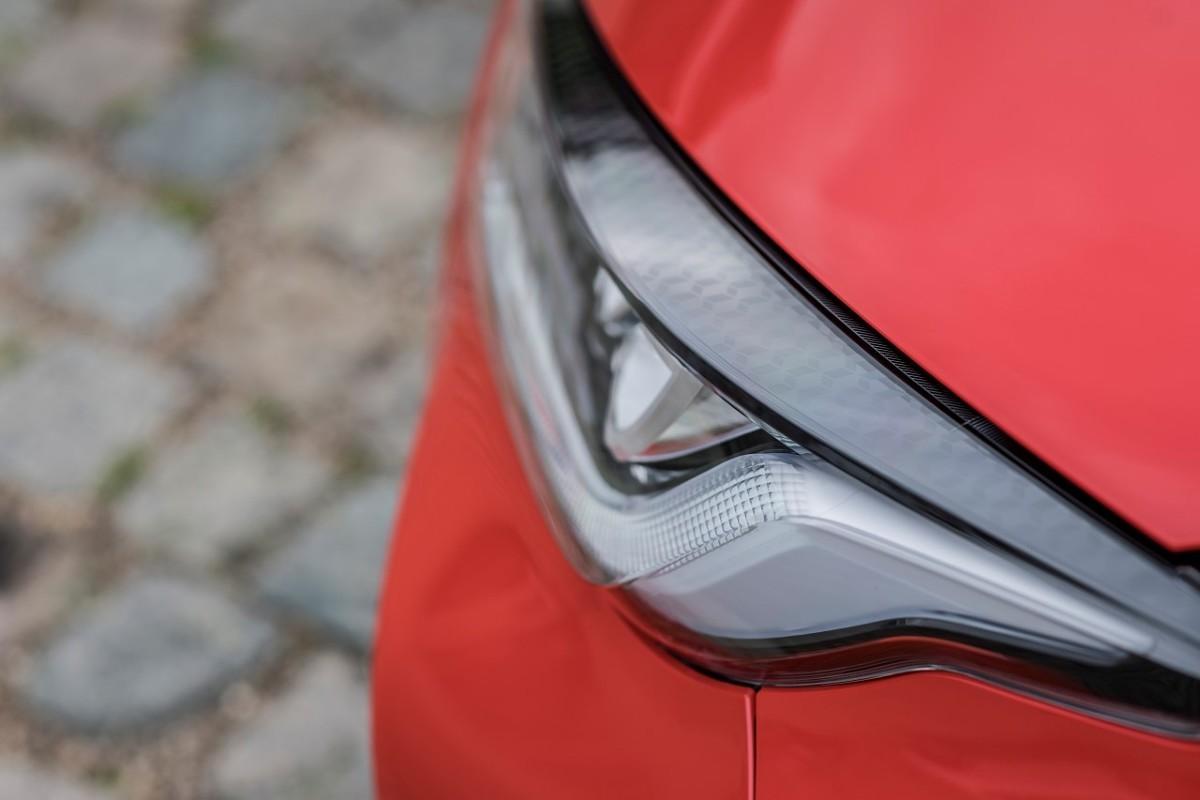 W 2021 roku ceny nowych samochodów wzrosną średnio o ok. 10% - przewiduje Carsmile. To skutek potężnych nakładów jakie ponosi branża moto, aby sprostać rosnącym wymaganiom odnośnie bezpieczeństwa pojazdów i ochrony klimatu.  Fot. Toyota