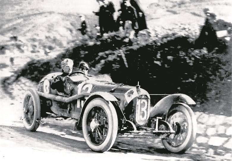 Ugo Sivocci za kierownicą Alfy Romeo RLTF na trasie Targa Florio w roku 1923 / Fot. PD