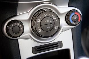 Serwis auta. Nielegalny proceder z czynnikiem do klimatyzacji