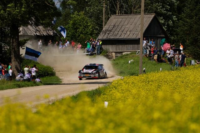 Kajetanowicz i Baran po raz drugi z rzędu kończą Rajd Estonii na drugim miejscu w klasyfikacji generalnej. Załoga LOTOS Rally Team zdobywa w Estonii 29 punktów i zdecydowanie umacnia się na prowadzeniu w klasyfikacji Mistrzostw Europy.   Fot. materiały prasowe