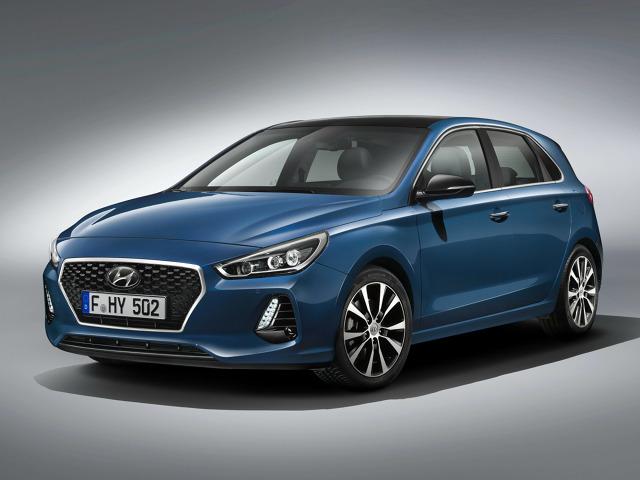 Hyundai i30   Wśród dostępnych systemów bezpieczeństwa znajduje się m.in. inteligentny tempomat, system monitorowania martwego pola, ostrzeganie przed pojazdami nadjeżdżającymi z tyłu, a także system utrzymywania pasa ruchu.  Fot. Hyundai