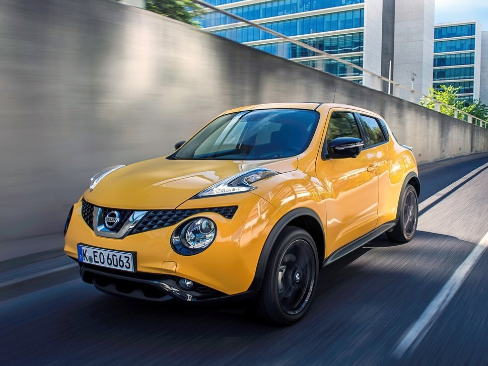 Pierwsza generacja Nissana Juke na początku zszokowała motoryzacyjny świat, a potem… podbiła serca wielu użytkowników. Niedawno na rynku pojawiła się druga generacja japońskiego bestsellera, ale poprzednik nadal cieszy się sporą popularnością i sympatią. Czym cechuje się ten sympatyczny miejski crossover? Jakie ma zalety i wady? Fot. Nissan