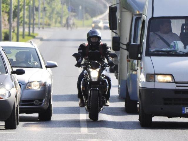 Motocykl w wielkim mieście - 10 zasad przeżycia w ulicznej dżungli