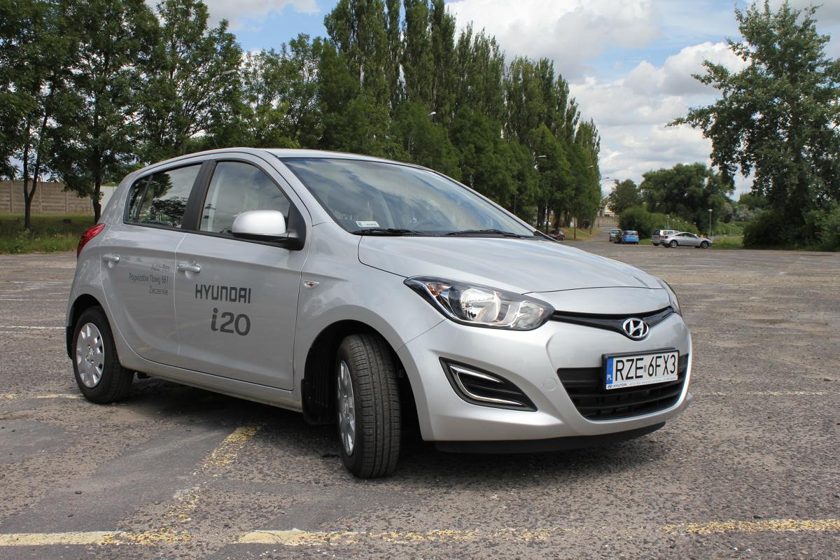 Hyundai i20 I (2008-2014)   Gama silników to benzynowe 1.2 i 1.4 oraz wysokoprężne 1.1 (trzycylindrowy) i 1.4. Najpopularniejszy na rynku wtórnym jest 1,2, który oferuje 78 KM mocy i zużywa w cyklu mieszanym średnio 5,1 l benzyny na 100 km.  Fot. Bartosz Gubernat