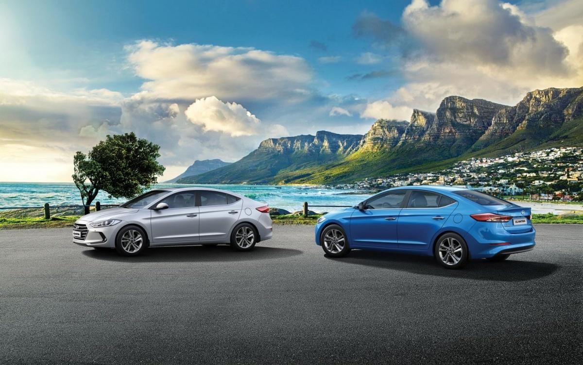 Hyundai Elantra   W podstawowej wersji wyposażenia wycenionej na 67 900 zł znalazła się m.in. manualna klimatyzacja, czujniki parkowania z tyłu, komputer pokładowy, radio z CD/MP3 i komplet elektrycznych szyb.  Fot. Hyundai
