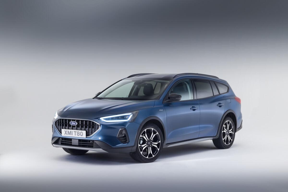 Ford Focus   W salonach sprzedaży auto pojawi się na początku przyszłego roku. Możemy liczyć na odmieniony wygląd, bogatsze wyposażenie, a do wyboru są wersje o benzynowe, w tym miękkie hybrydy oraz diesle.   Fot. Ford