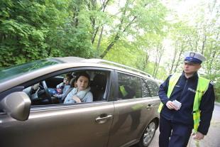 Kontrola drogowa. Mandat za nietrzymanie rąk na kierownicy?