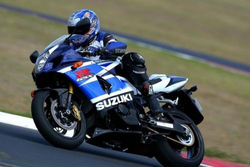 Fot. Suzuki: Profesjonalne prowadzenie motocykla to efekt długiej nauki