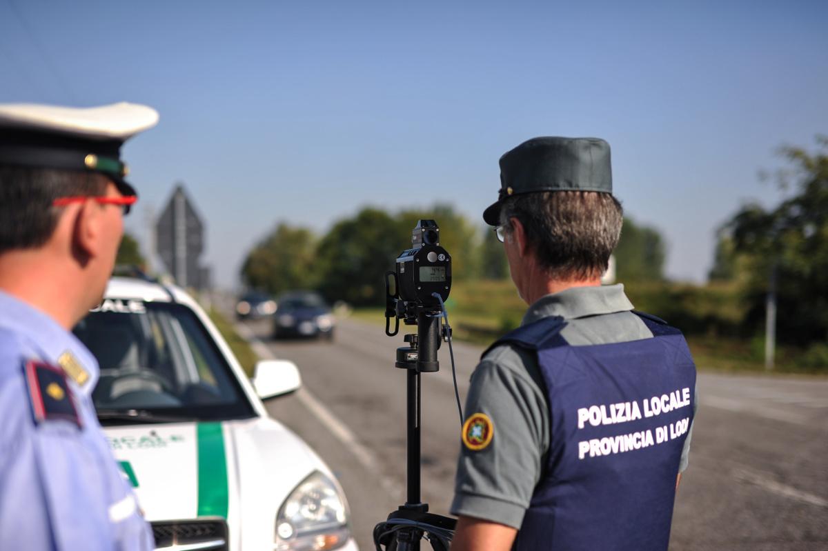 Utrata samochodu wartego 2,4 mln euro, albo 650 tys. euro mandatu za przekroczenie prędkości. Niektóre europejskie kraje surowo traktują piratów drogowych. Polska jest jednym z najłagodniejszych krajów w Europie, jeśli chodzi o kary za drogowe ekscesy.   Fot. 123RF