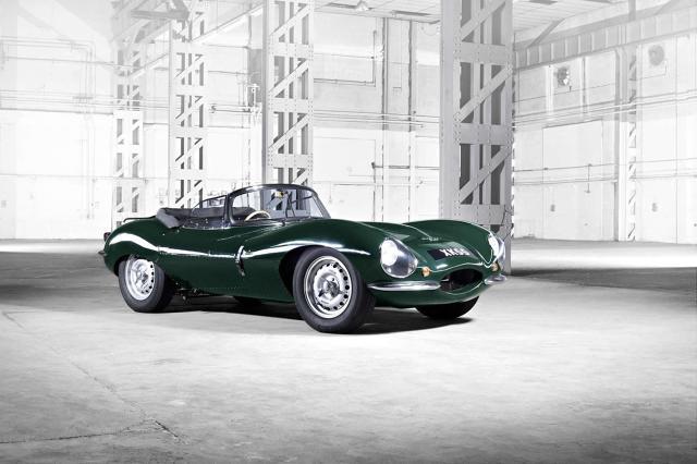 Jaguar XKSS  Przedstawiciele Jaguara ogłosili że firma zbuduje brakujące egzemplarze modelu XKSS. Ręcznie zostaną złożone w dziale Special Vehicle Operations. Auto z sześciocylindrowym silnikiem 3,4 litra o mocy 250 KM powstanie według oryginalnych projektów Jaguara.  Fot. Jaguar