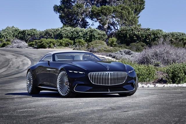 Vision Mercedes-Maybach 6   Za napęd pojazdu odpowiadają cztery elektryczne silniki o łącznej mocy 750 KM. Na jednym ładowaniu pokonamy dystans około 500 km, a po pięciu minutach ładowania przejedziemy nawet 100 km.  Fot. Mercedes
