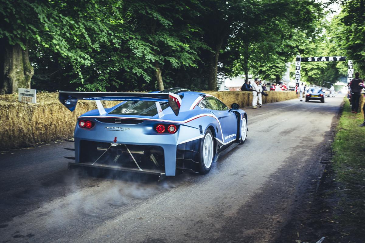 Arrinera Hussarya GT w Goodwood   Jedną z atrakcji tegorocznego Festiwalu Prędkości w Goodwood były przejazdy Arrinery w wyścigowej specyfikacji GT.   fot. Newspress