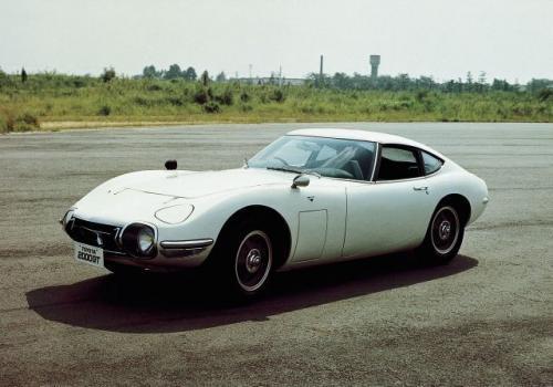 Fot. Toyota: Toyota 2000 GT z 1966 roku była popisem japońskiej techniki – 6-cylindrowy, rzędowy silnik z pojemności 2 l osiągał 150 KM mocy. Atrakcyjne nadwozie stworzył Niemiec - Albrecht Goertz.