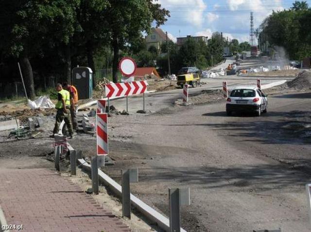 Bytów - skrzyżowanie remontują nawet w niedzielę