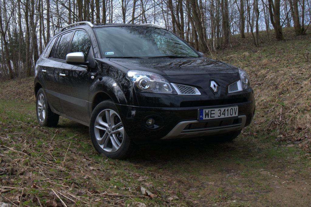 Renault Koleos, który do salonów w Europie trafił w 2008 roku nie cieszył się duzym powodzeniem. A szkoda, bo to trwałe i wygodne auto.  Fot. Bogusław Korzeniowski
