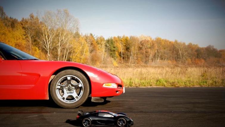 Chevrolet Corvette C5 Targa zmierzył się modelem sterowanym radiem TRAXXAS XO-1