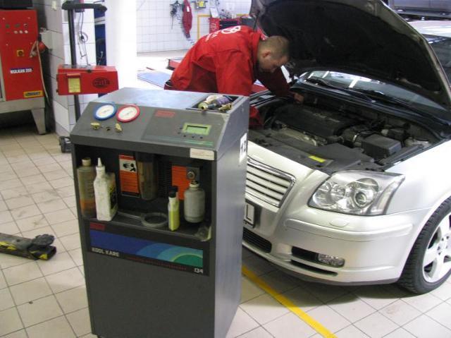 Klimatyzacja samochodowa: odgrzybianie i wymiana filtra. Zdjęcia
