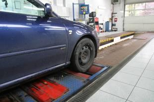 Zmiany w przeglądach aut. Ma być trudniej o pieczątkę
