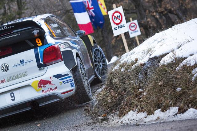 """Podwójne zwycięstwo w """"Monte"""" i jednocześnie trzecie z rzędu załogi Sebastien Ogier/Julien Ingrassia (F/F) startującej w Polo R WRC. Start do nowego sezonu Rajdowych Mistrzostw Świata FIA (WRC) 2016 okazał się również udany dla Andreasa Mikkelsena/Andersa Jaegera (N/N), którzy zajęli w """"Monte"""" drugie miejsce / Fot. Volkswagen"""