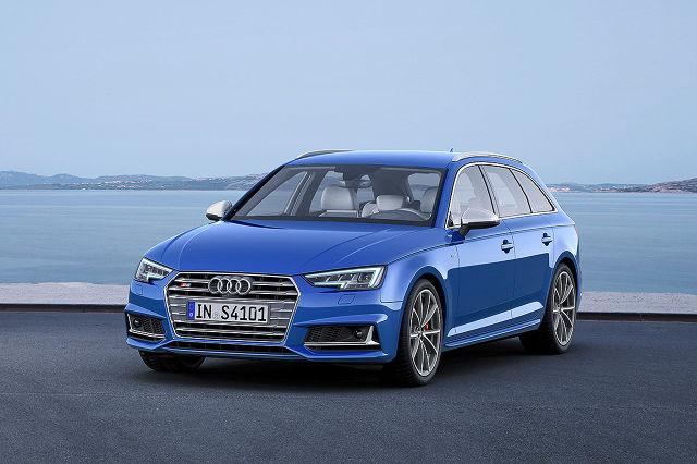 Za napęd odpowiada nowy benzynowy silnik V6 o pojemności 3.0 l. Turbodoładowany motor dostarcza 354 KM oraz 500 Nm i współpracuje z ośmiostopniową przekładnią automatyczną Tiptronic / Fot. Audi