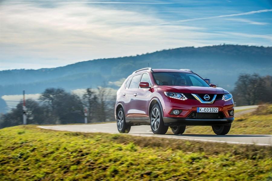 Nissan X-Trail   Nowy silnik rozwija moc 177 KM i zapewnia 380 Nm momentu obrotowego. Nowością jest możliwość zamówienia bezstopniowej przekładni automatycznej Xtronic także do pojazdów z napędem na cztery koła.   Fot. Nissan