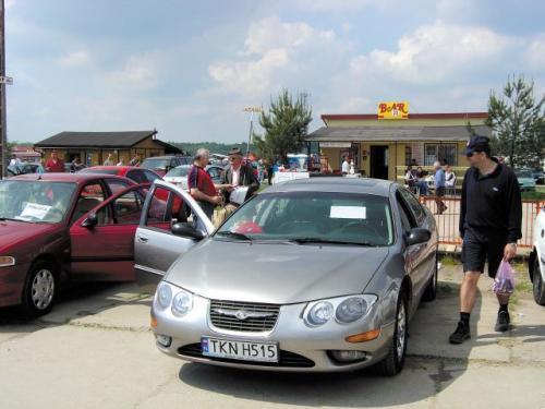 Fot. archiwum: Nowy Chrysler 300 M kosztował ok. 120 tys. zł. Teraz egzemplarze z 2000 r. wyceniane są na 65 - 75 tys. zł.