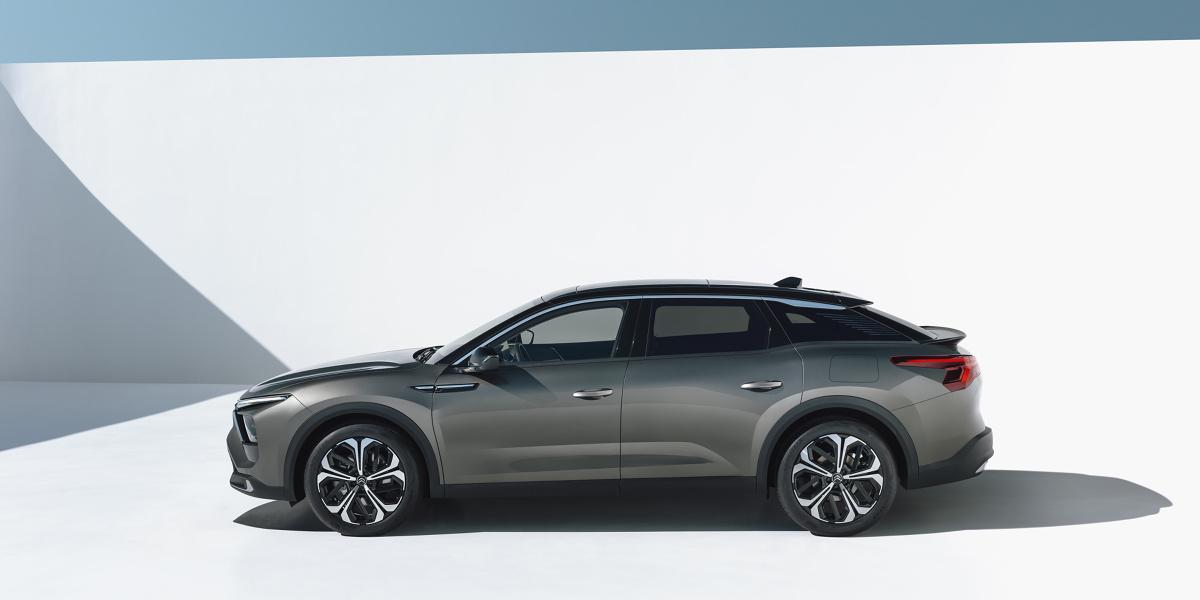 Citroën powraca do segmentu D z innowacyjnym modelem – połączeniem sedana, kombi i SUV-a. To model C5 X. Ciekawe, jak na taką kombinację zareaguje rynek i klienci? Fot. Citroen