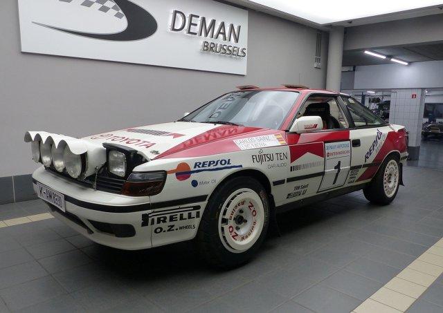 Wystarczy 199 000 euro i oryginalna Celica GT4 ST165 Carlosa Sainza może być twoja. Samochód, którym słynny Hiszpan zajął drugie miejsce w Rajdzie Grecji 1991, został wystawiony na sprzedaż przez belgijską firmę Deman Brussels. Auto zostało doprowadzone do oryginalnego stanu rajdowej maszyny nie do zatrzymania przez zespół mechaników Toyota Team Europe.  Fot. Toyota