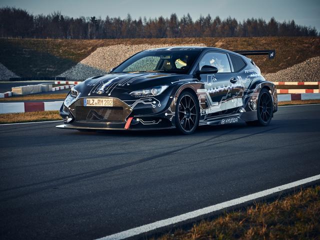 Hyundai zaprezentował światu nowej generacji, zelektryfikowany samochód sportowy RM20e Racing Midship na Międzynarodowych Targach Motoryzacyjnych w Pekinie 2020.  Fot. Hyundai