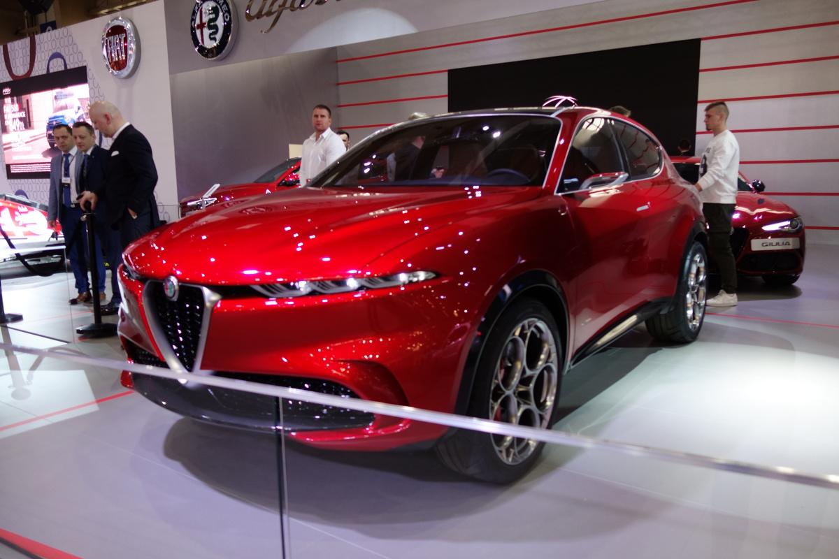 Alfa Romeo Tonale   Przez cztery dni na terenie Międzynarodowych Targów Poznańskich motoryzacja zagości w 15 pawilonach. Zaprezentuje się niemal 200 wystawców, którzy obiecują przedstawić ponad 60 premierowych modeli, w tym auta koncepcyjne.  Fot. Ryszard M. Perczak
