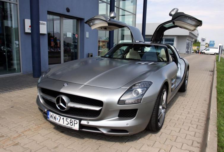 Mercedes SLS 63 AMG - milion złotych, 517 koni i 300 km/h