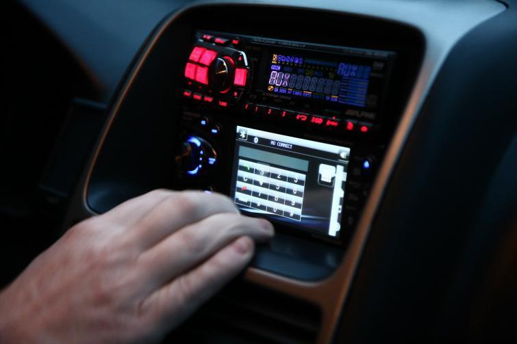 Kupujemy radio samochodowe – poradnik  fot. Wojciech Wojtkielewicz