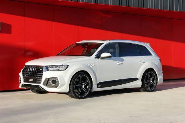 Audi Q7 trafiło do warsztatu niemieckiego tunera ABT Sportsline. Samochód nie otrzymał tylko zmian stylistycznych, ale również popracowano nad uzyskaniem większej mocy / Fot. ABT