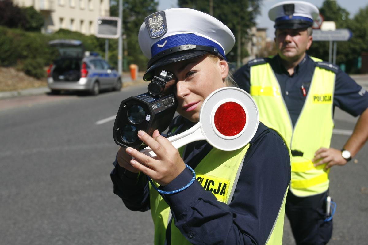 Liczne wyjazdy, wzmożony ruchu na drogach oraz… akcje policji związane z kontrolami prędkości – tak w skrócie można opisać okres majówkowy z perspektywy kierowcy.  FOT - ARKADIUSZ LAWRYWIANIEC/POLSKA PRESS