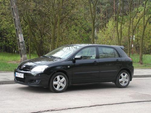 Fot. Ryszard Polit: Toyota Corolla sprzedaje się u nas bardzo dobrze. Pięciodrzwiowe nadwozie typu hatchback ma bardziej rodzinny charakter niż wersja 3-drzwiowa.