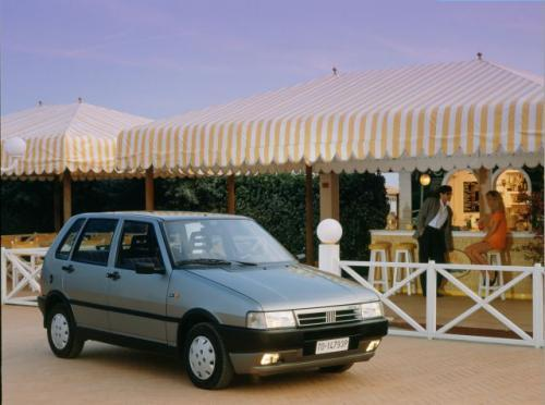 Fot. Fiat: Do Uno montowano wiele jednostek napędowych. Dobrą opinią cieszą się silniki FIRE i 1,4 l.