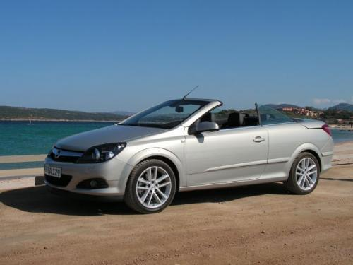 Fot. Maciej Pobocha: Astra TwinTop to samochód typu cabrio-coupe z otwieranych, sztywnym dachem.