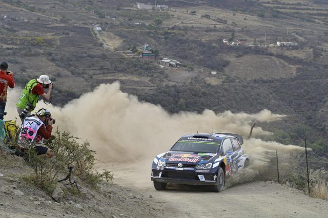 Jari-Matti Latvala/Miikka Anttila (FIN/FIN) odnieśli w Meksyku bardzo ważne zwycięstwo. Załoga Volkswagena wygrywając z dużą przewagą przed kolegami z zespołu – Sebastienem Ogierem/Julienem Ingrassią (F/F) – włączyła się do walki o tytuł rajdowego mistrza świata w sezonie 2016 / Fot. Volkswagen