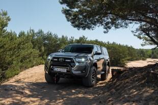 Toyota Hilux Arctic Trucks. Pick-up o jeszcze większych możliwościach terenowych