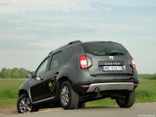 Dacia Duster 1.5 dCi - test  Prężna ofensywa rynkowa Dacii trwa i rumuński producent zakończył kolejny rok ze wzrostem sprzedaży. Bestselerem rynkowym pozostaje niezmiennie Duster, który jest jednym z najpopularniejszych modeli w Polsce i jedynym SUV-em, którego właścicielem możemy stać się za kwotę nieprzekraczającą 40 tys. zł.  fot. Dariusz Wołoszka / Info-Ekspert (www.info-ekspert.pl)