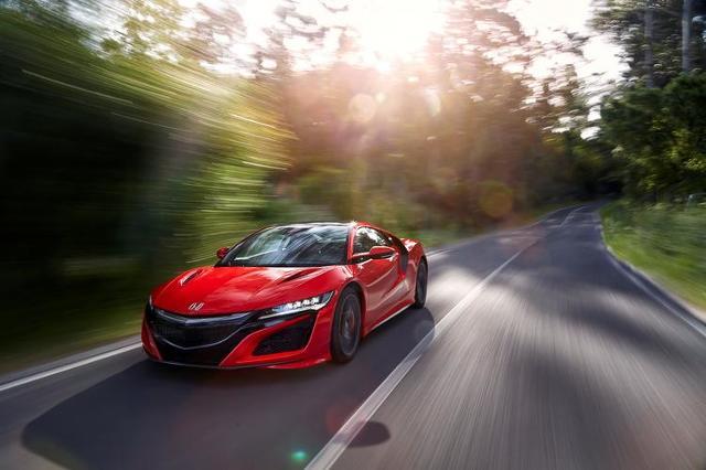 Honda NSX   Honda NSX kosztuje około 130 000 funtów (w Wielkiej Brytanii) i 180 000 euro (w Niemczech),  Fot. Honda