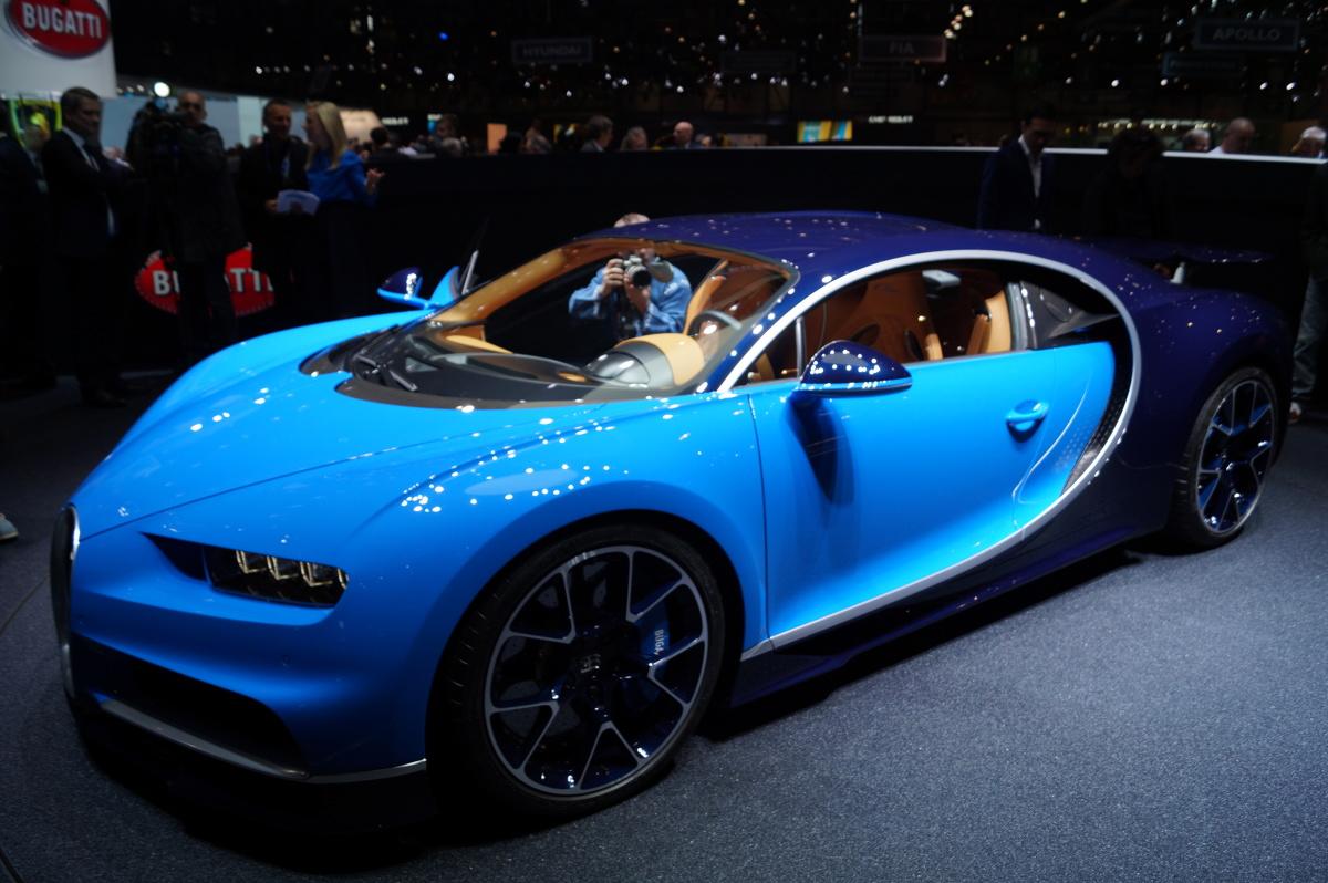 Bugatti Chiron  Na ten moment czekało wielu fanów motoryzacji. Bugatti pokazało model Chiron - następce Veyrona, który rozpędza się do 420 km/h / Fot. Tomasz Szmandra
