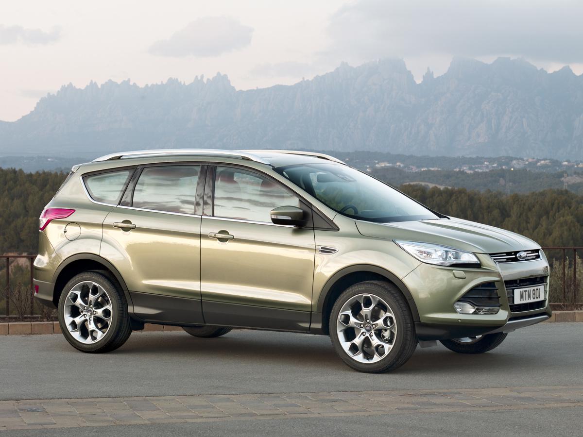 SUV-y segmentu C to jedne z najbardziej pożądanych i rozchwytywanych samochodów na rynku. Jednym z ważnych graczy w tej kategorii jest Ford Kuga. W Motofaktach sprawdzamy, czy warto zainteresować się jego drugą generacją, produkowaną w latach 2013-2019. Fot. Ford