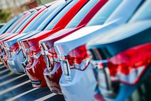 Zakup samochodu. W Polsce zaczyna brakować nowych aut? Ile trzeba czekać?