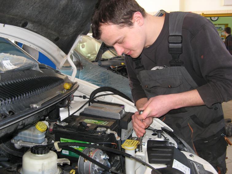 Instalacja gazowa - jak przystosować auto do jazdy na LPG - poradnik