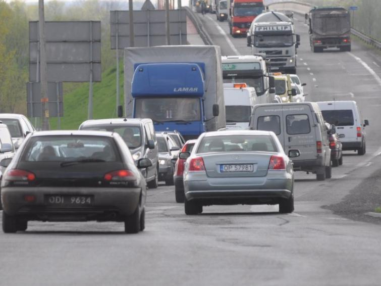 Kierowcy zamienią płatną A4 na drogi bezpłatne